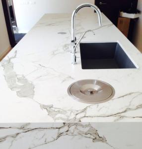 marmol-en-isla-cocina