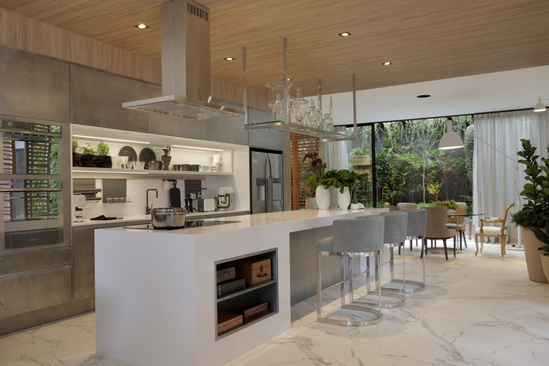 isla de cocina larga blanca